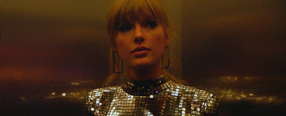 Backstage, Taylor Swift prepares to face the world in Lana Wilson's 'Miss Americana'.